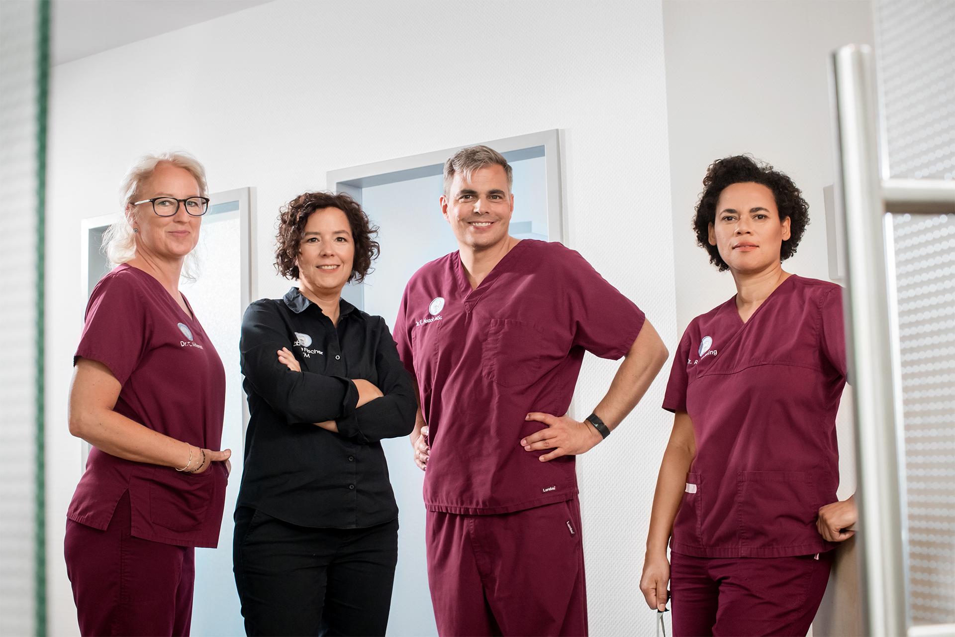 Spezialisierte Behandler & Zahntechnikermeisterin! | Zahnärzte am Papenberg